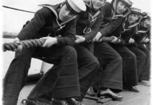 Зачем морякам брюки клеш?