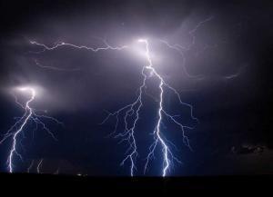 lightning vp 300x217 Как и почему возникает молния