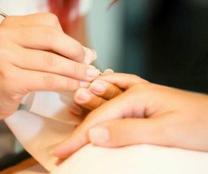 nail 300x252 Как и почему растут ногти?