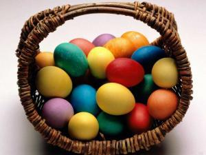colored eggs 300x225 Почему на Пасху красят яйца?
