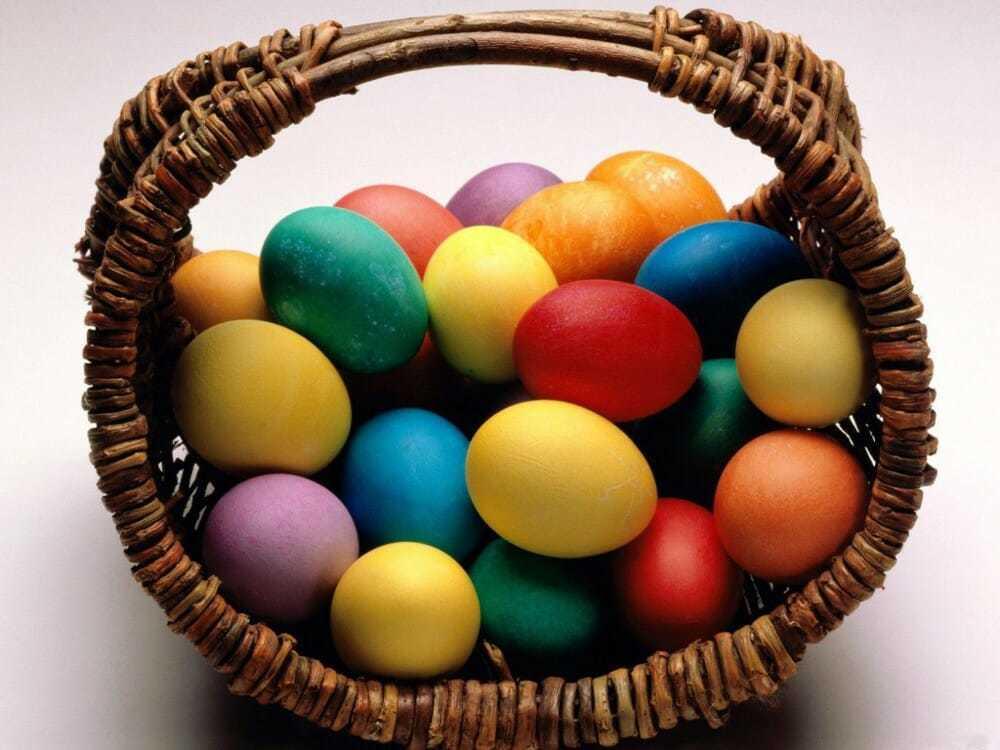 Связали яйца и бьют