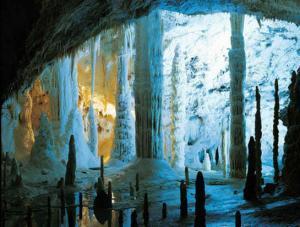 Зал свечей  или гроты Фрасасси (Grotte di Frasassi)