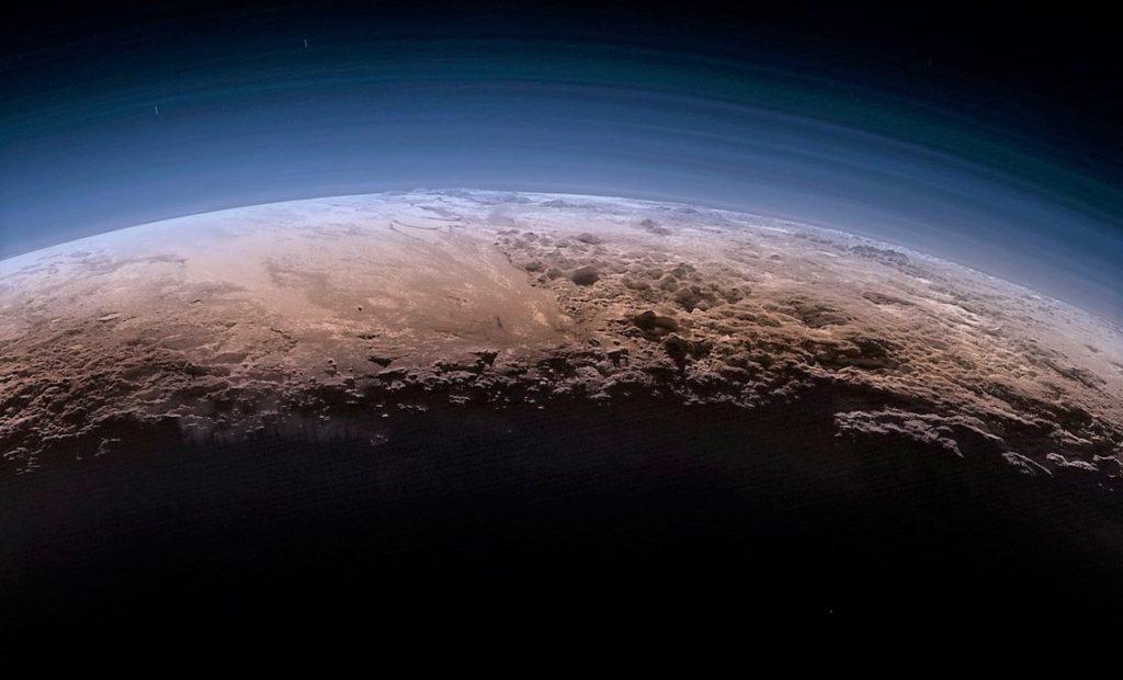 Изображение атмосферы на Плутоне