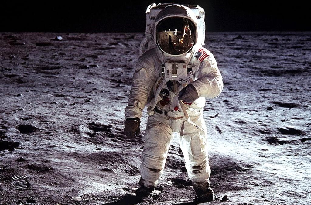 Эдвин Олдрин на поверхности Луны в 1969 году