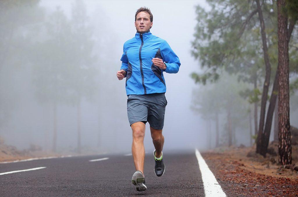 Во время бега дыхание учащается, поскольку организм стремится восполнить нехватку кислорода