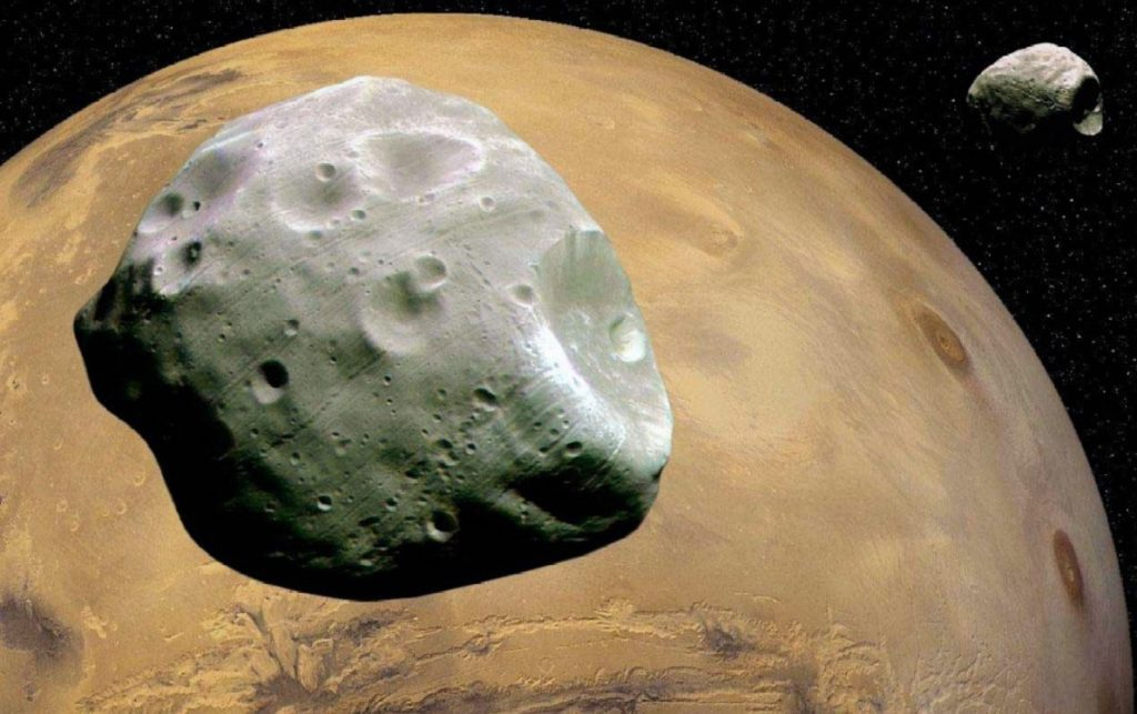 Два спутника Марса - Фобос и Деймос