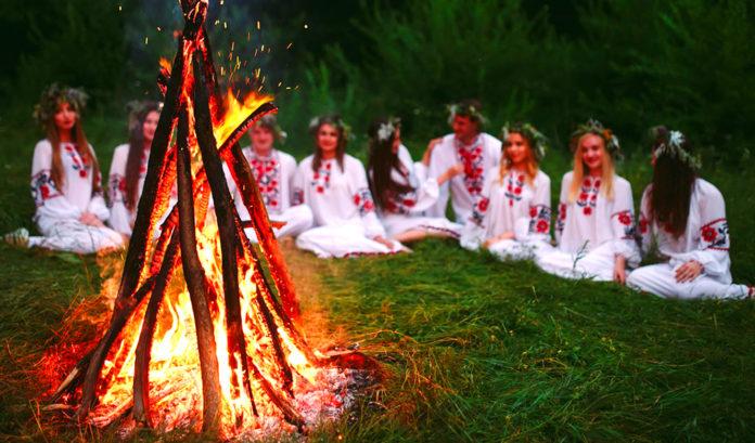 Чем обряд отличается от ритуала?