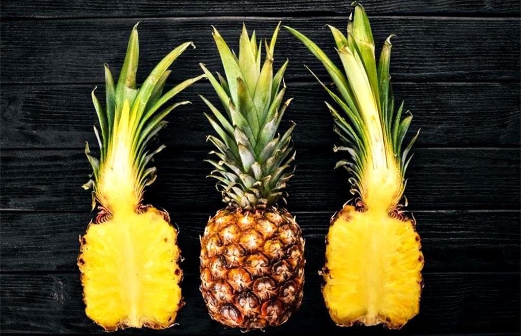 В отличие от бананов, ананасы не дозревают после сбора, поэтому выбирать нужно только спелые соплодия