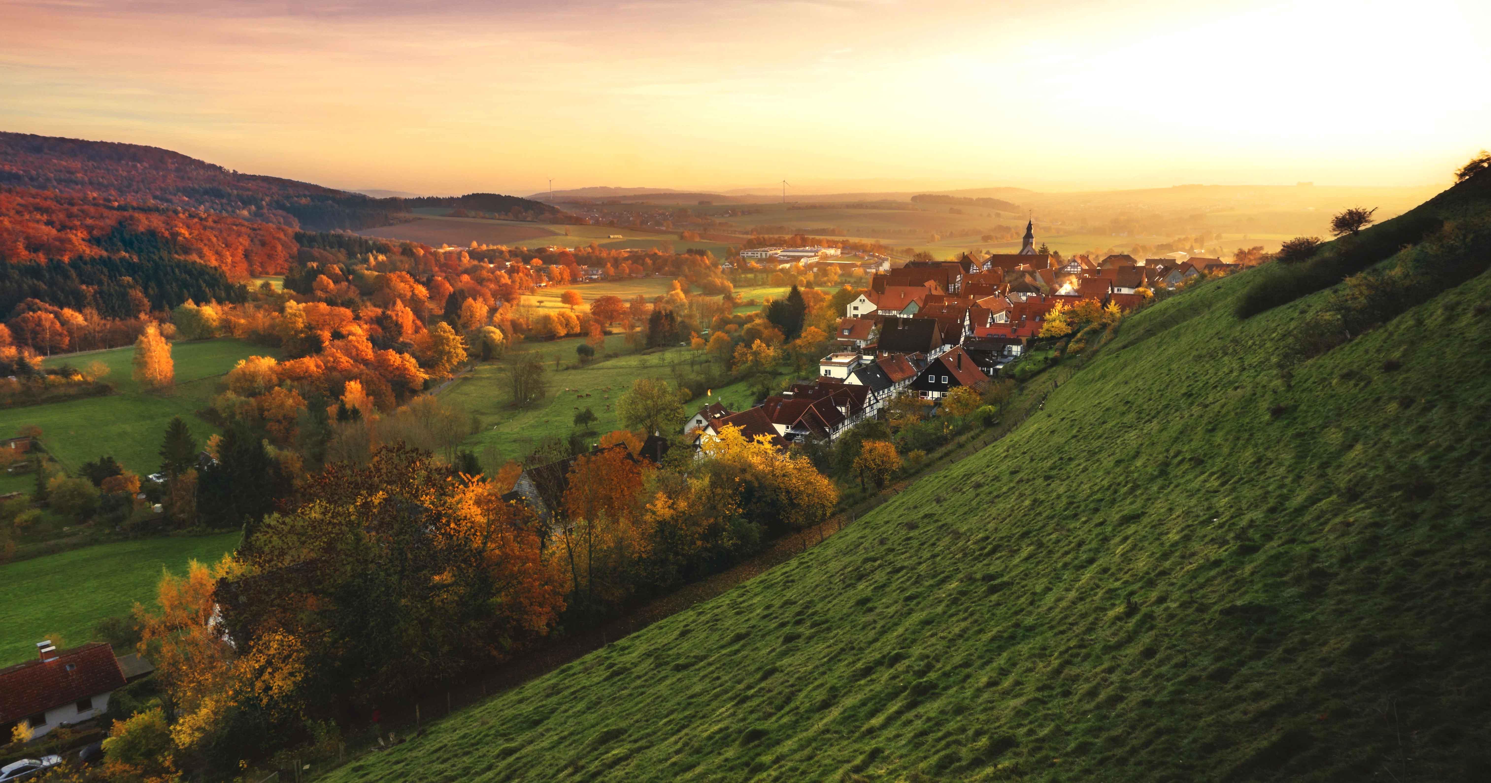 Чем отличается село от деревни?