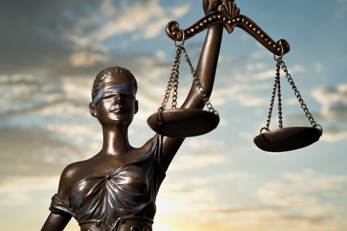 Чем адвокат отличается от юриста?