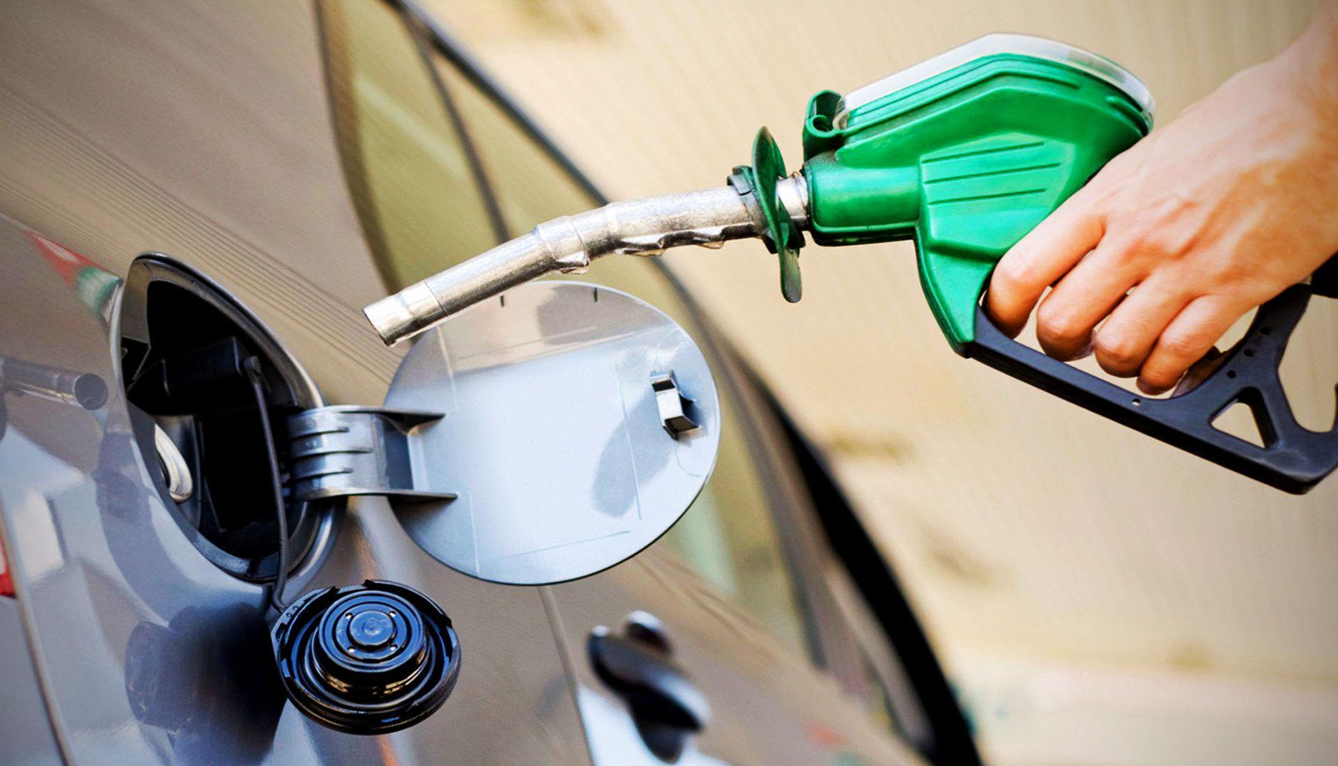 Почему в некоторых машинах бензобак справа, а в других — слева?