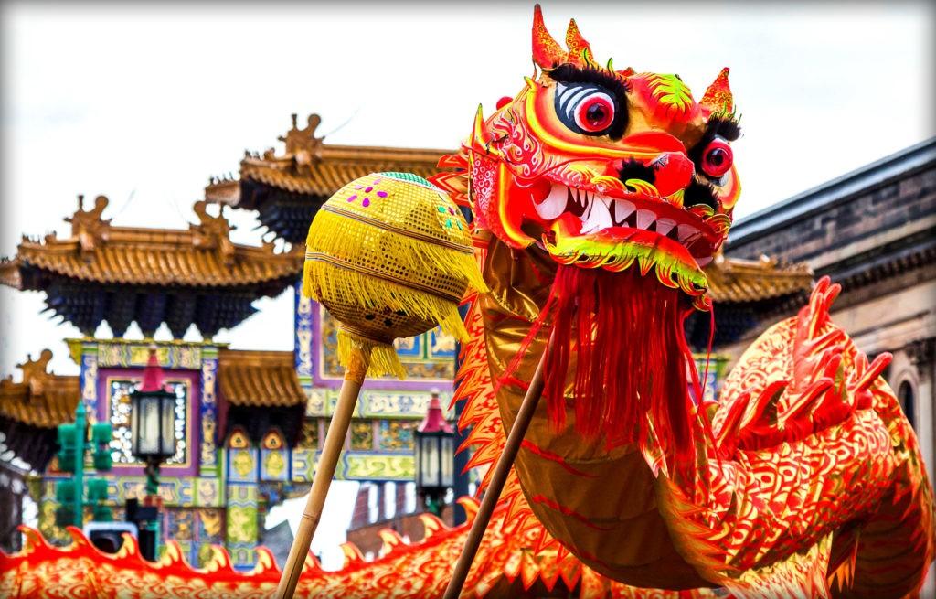 На фото изображен дракон, олицетворяющий добро