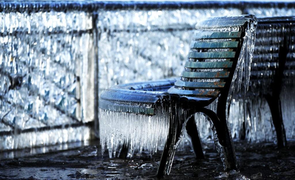 Гололед часто возникает как следствие ледяного дождя