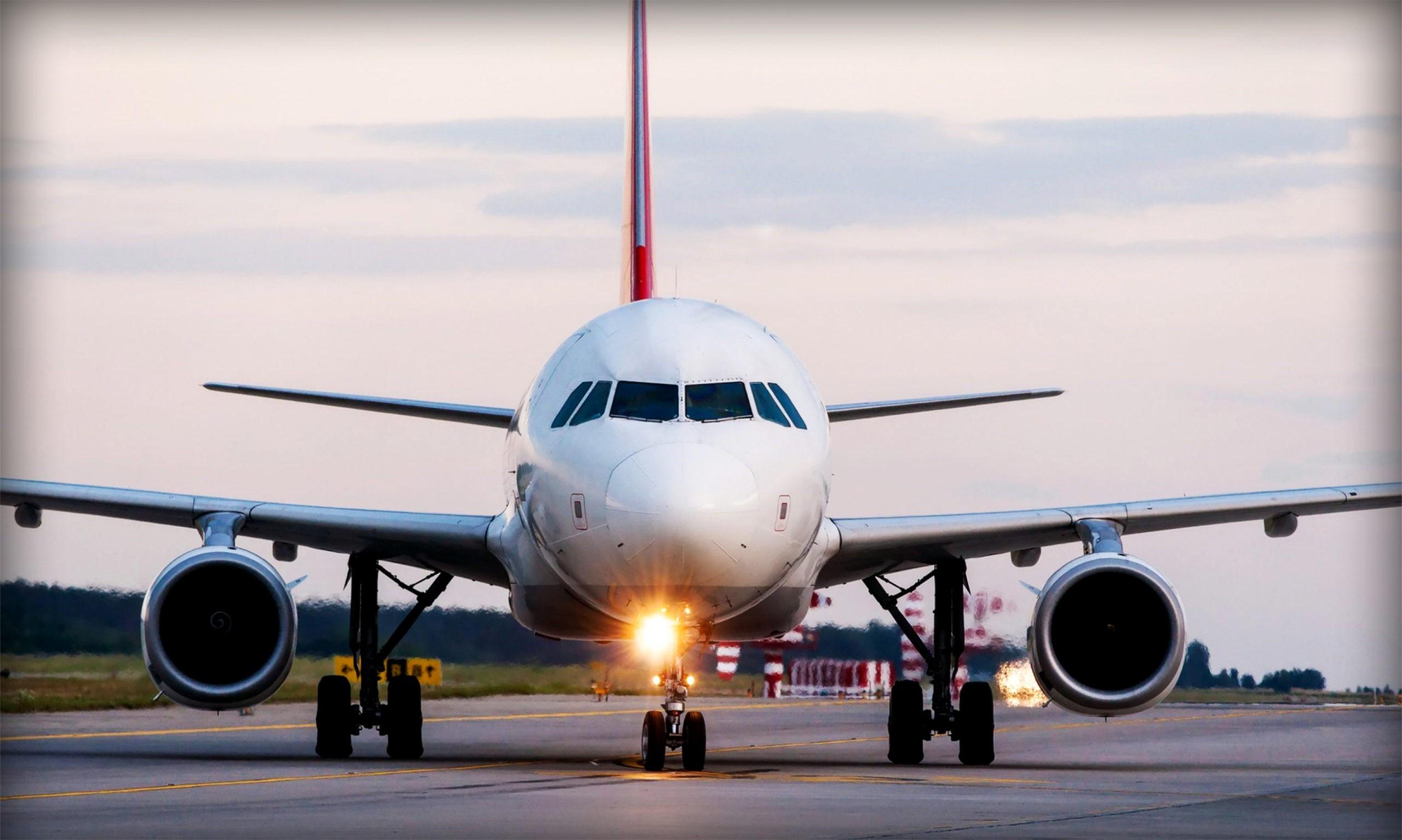 Как пилоты управляют самолетом на земле?