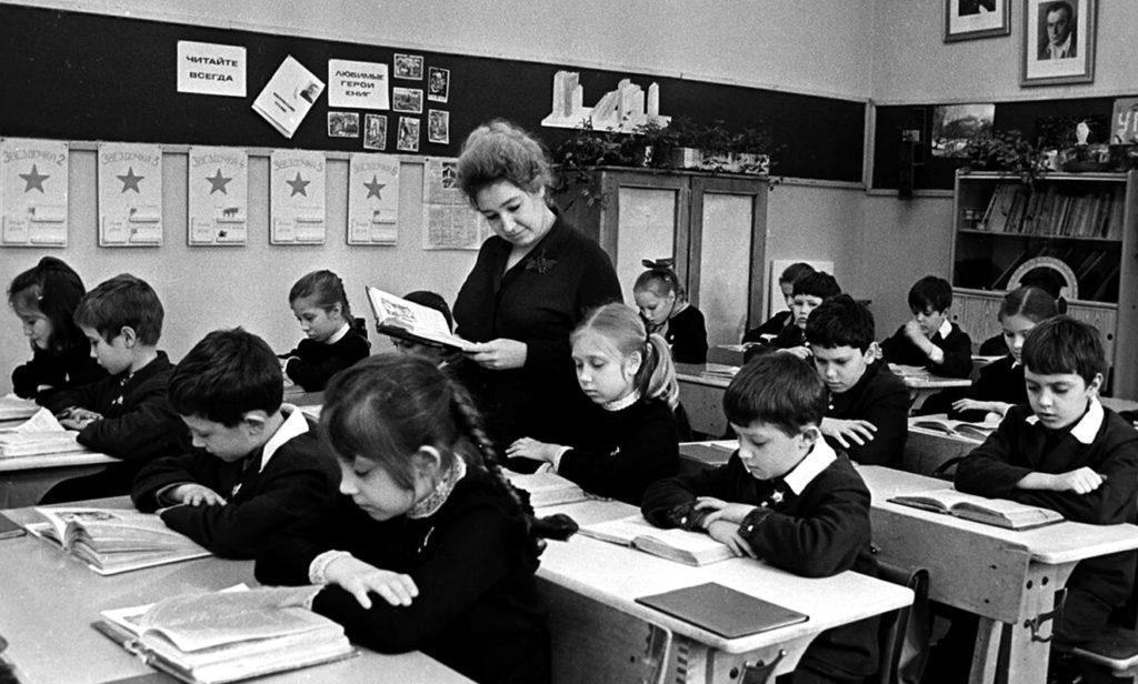 В советской школе уделяли много времени чистописанию, особенно с появлением самопишущих ручек