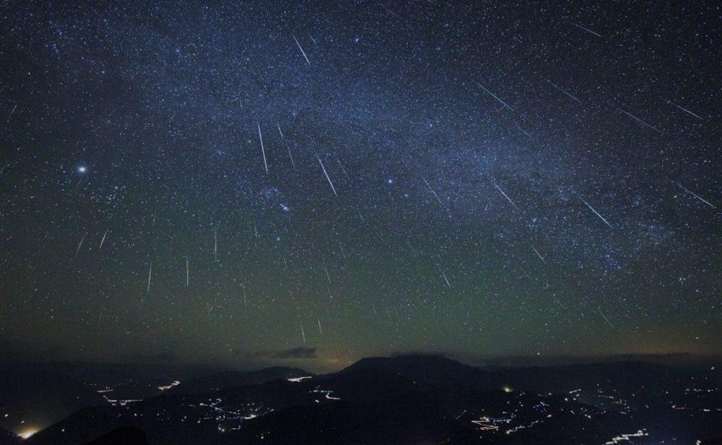 Изображение метеоритного дождя