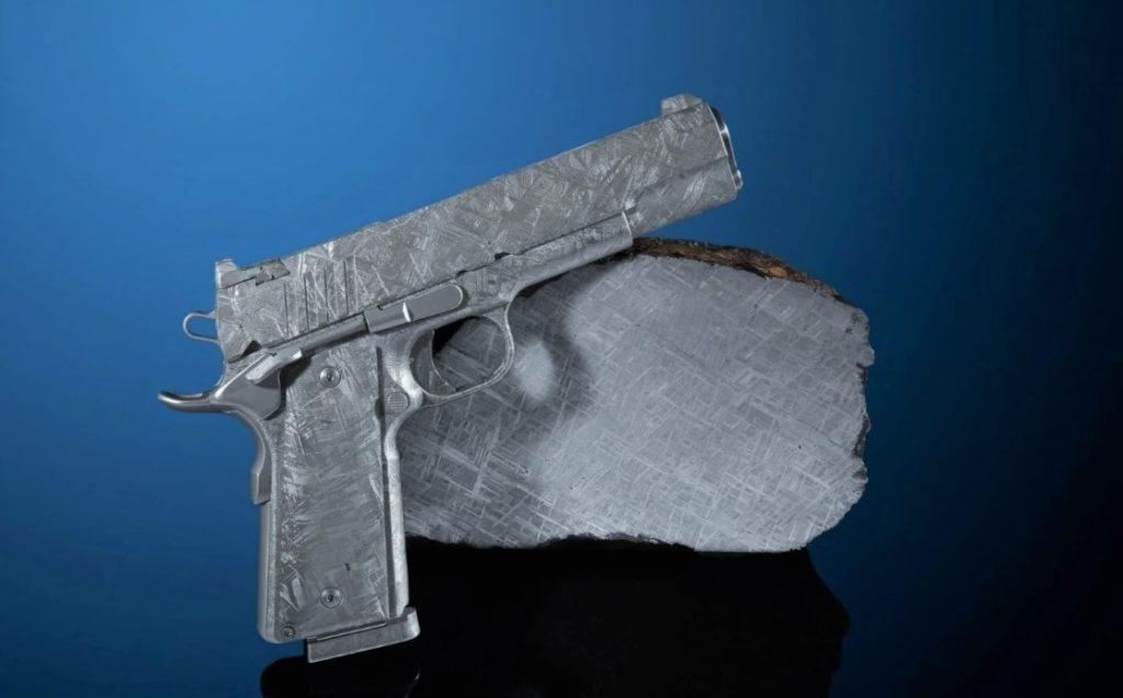Кольт М1911, сделанный из метеорита