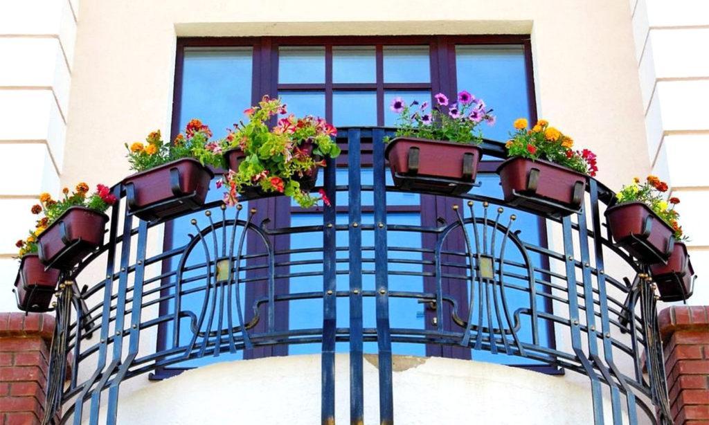 Открытый балкон круглой формы