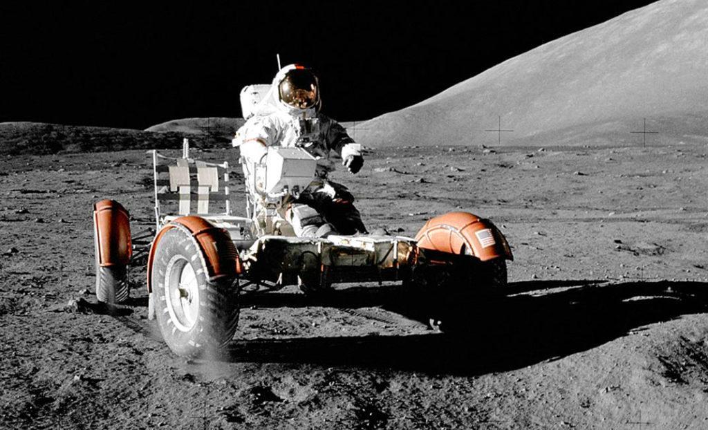 """Реголит под колёсами Лунного автомобиля, """"Аполлон-17"""", 1972 г."""