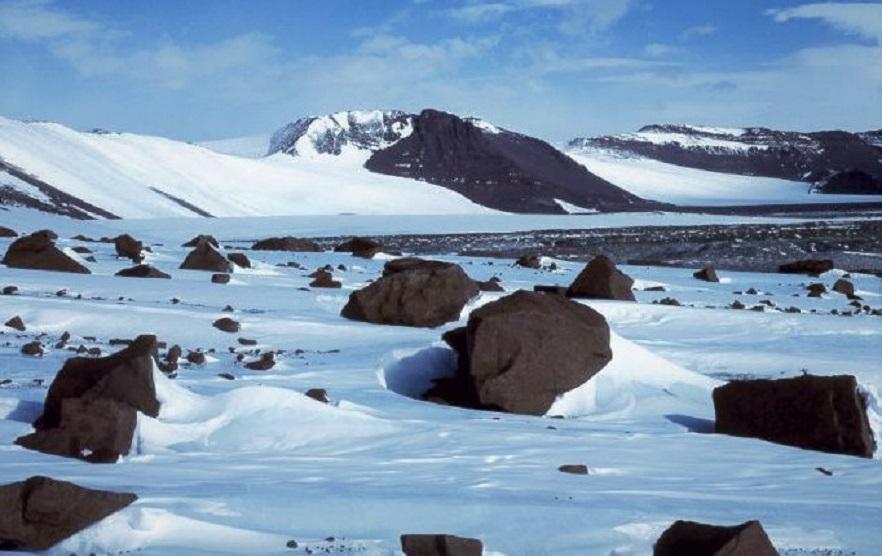 Скопление метеоритов в Антарктиде