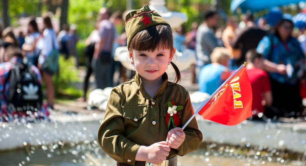 Одна из целей праздничных мероприятий - передача воспоминаний, традиций молодому поколению