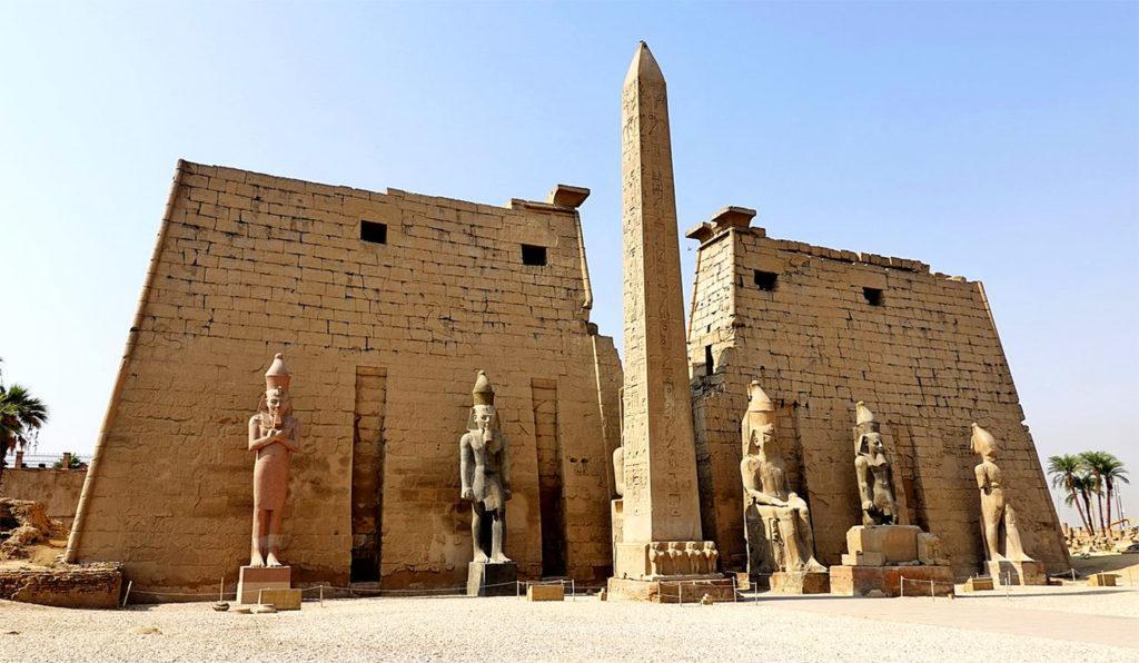 Вход в Луксорский храм