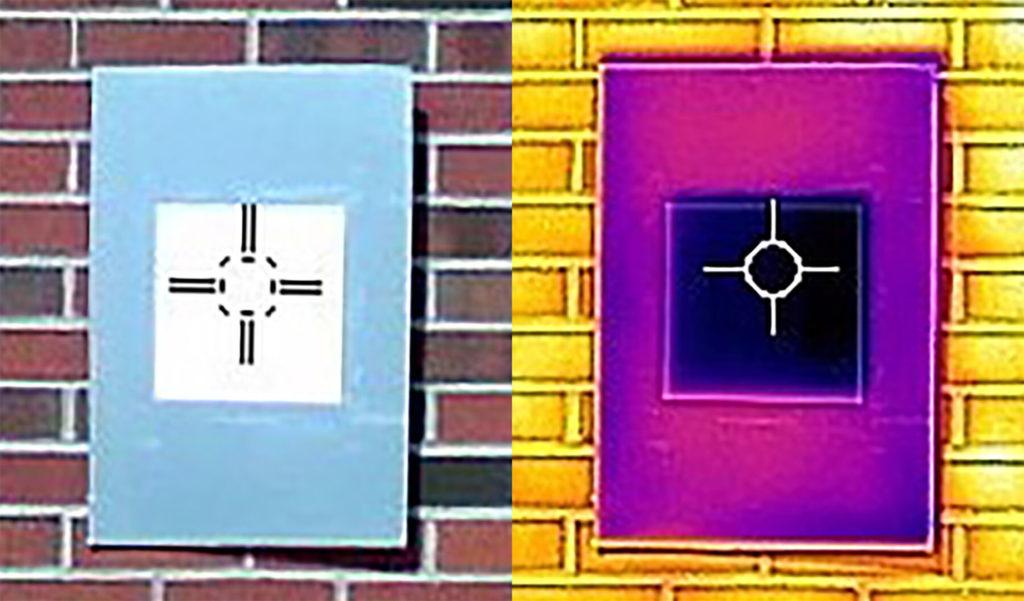 Инфракрасная камера показывает, как образец самой белой краски (темно-фиолетовый квадрат посередине) охлаждает плату ниже температуры окружающей среды