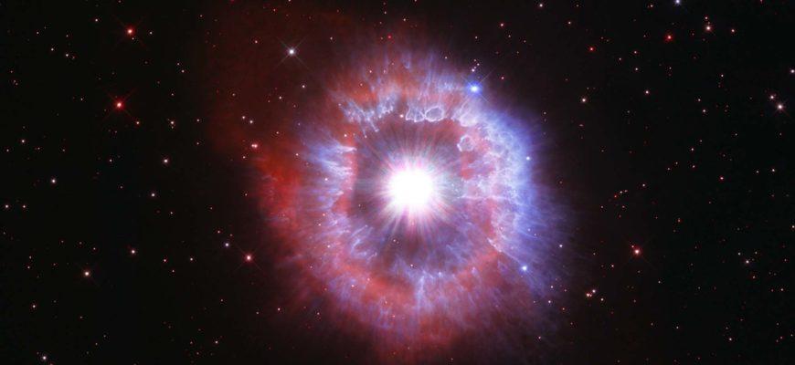"""Телескоп """"Хаббл"""" запечатлел гигантскую звезду на грани разрушения"""