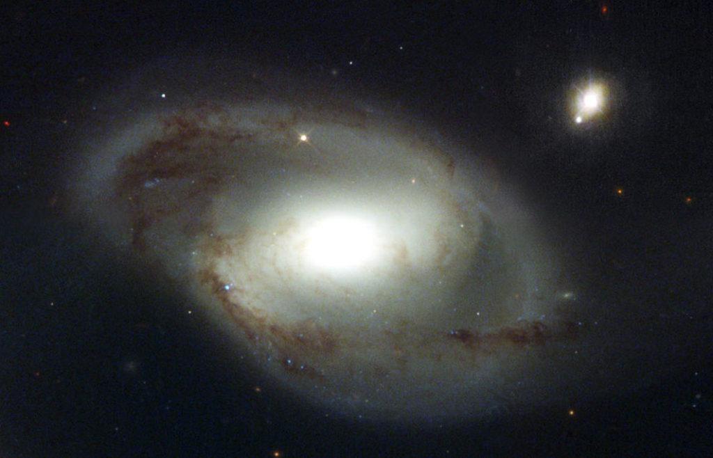 Галактика NGC 4319 и квазар Маркарян 205