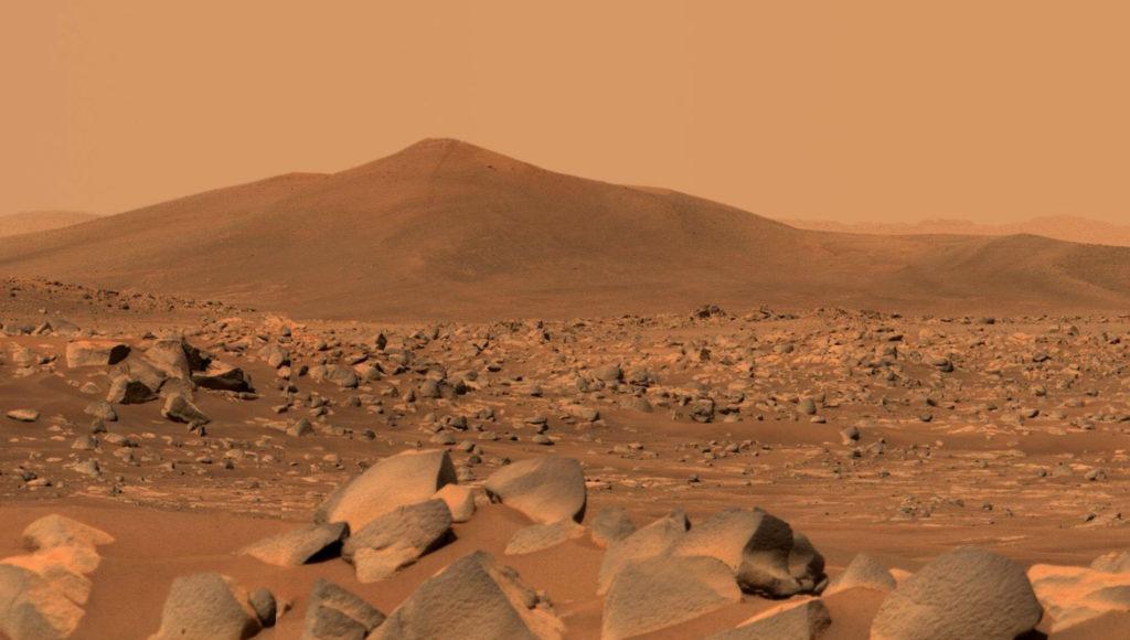 Фото холма Санта-Крус, сделанное марсоходом при помощи тепловизора Mastcam-Z