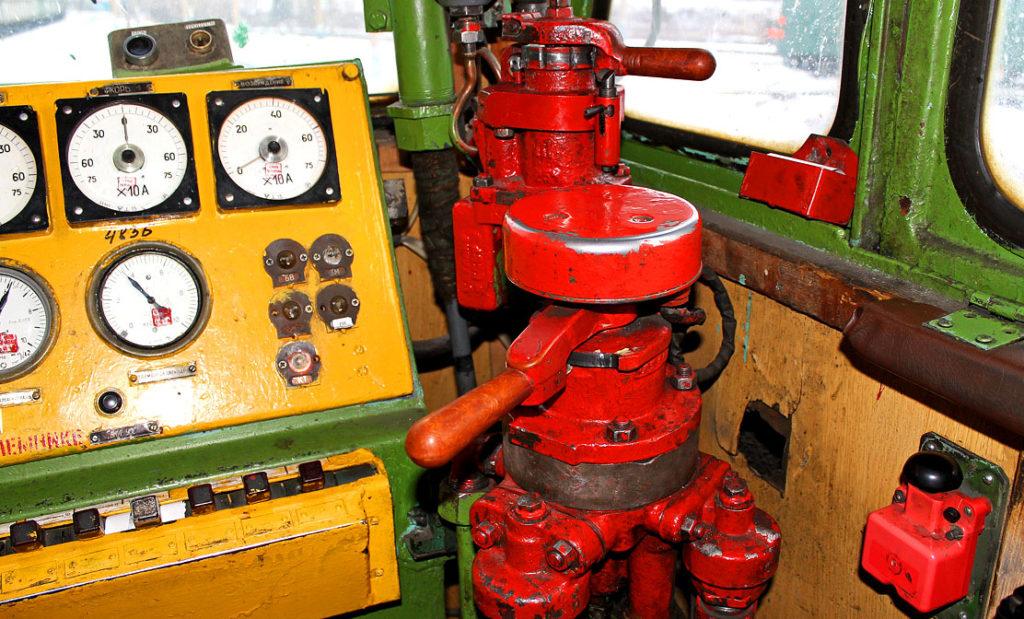 Кран в кабине машиниста для управления тормозами