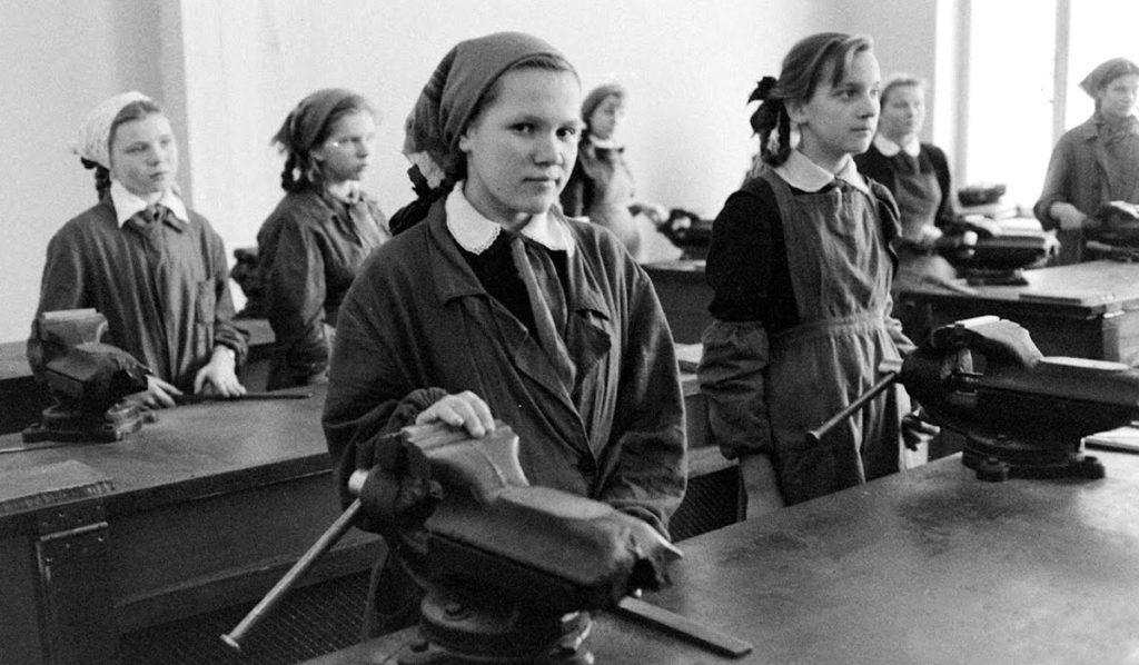 Урок труда в советской школе
