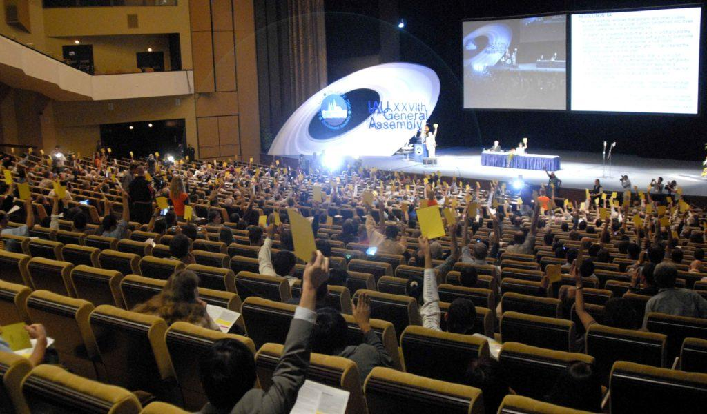 В ходе конференции Международного астрономического союза было принято решение исключить Плутон из числа классических планет в 2006 году