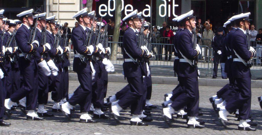 Французские морские кадеты в белых гетрах