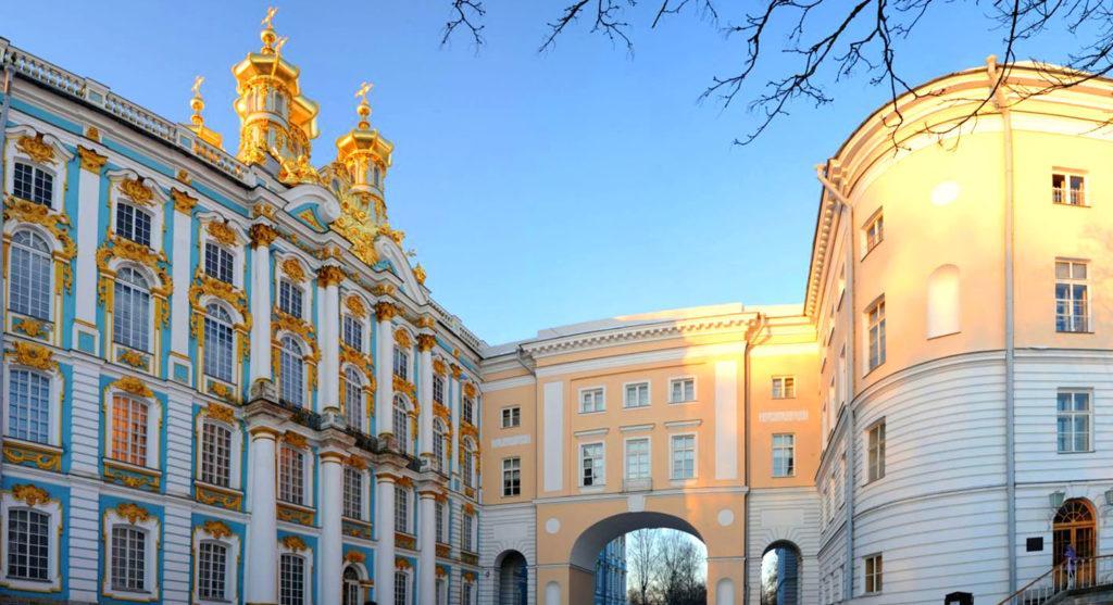 Императорский Царскосельский лицей, в котором учился А. С. Пушкин и другие известные личности