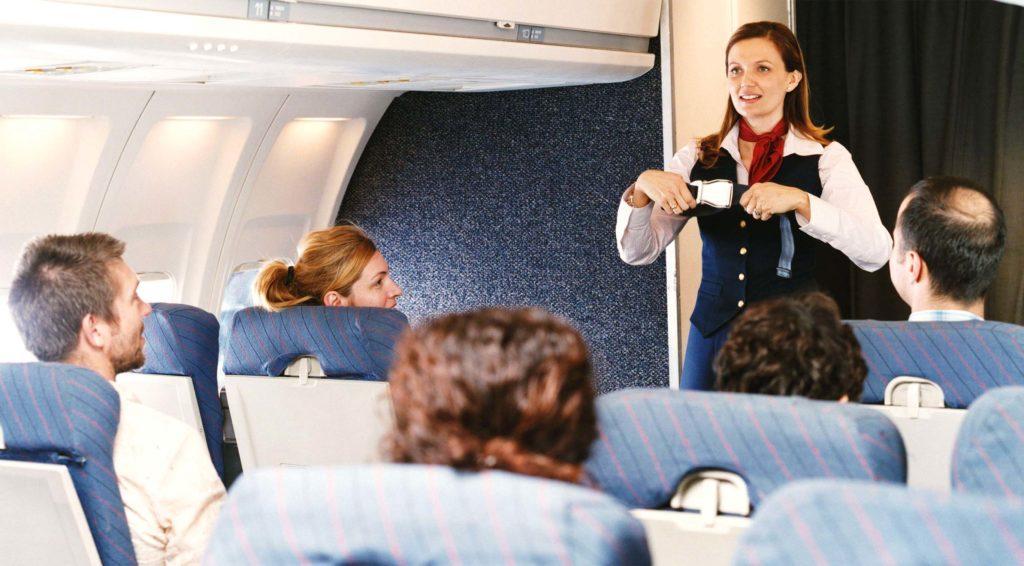 Пристегнутые ремни безопасности обеспечивают защиту пассажиров и экипажа во время тряски