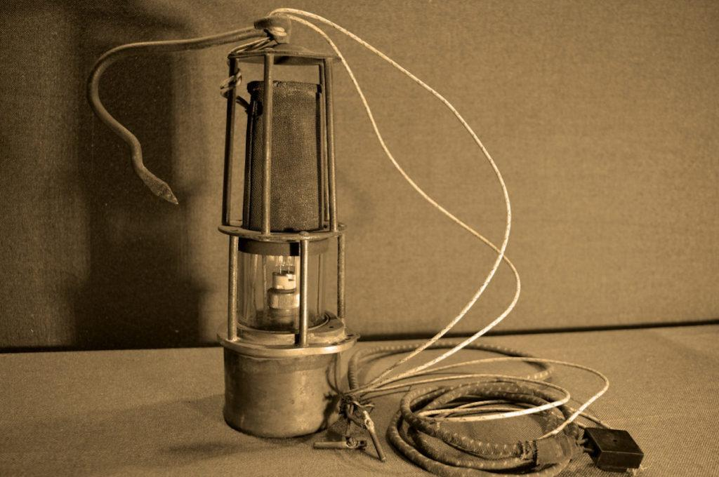 Старинная шахтерская лампа Дэви
