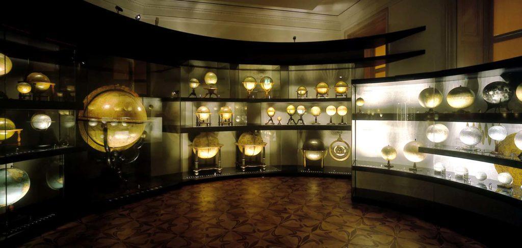 Музей глобусов, основанный в Вене (1956 г.). Содержит более 500 старейших экспонатов глобусов и астрономических инструментов