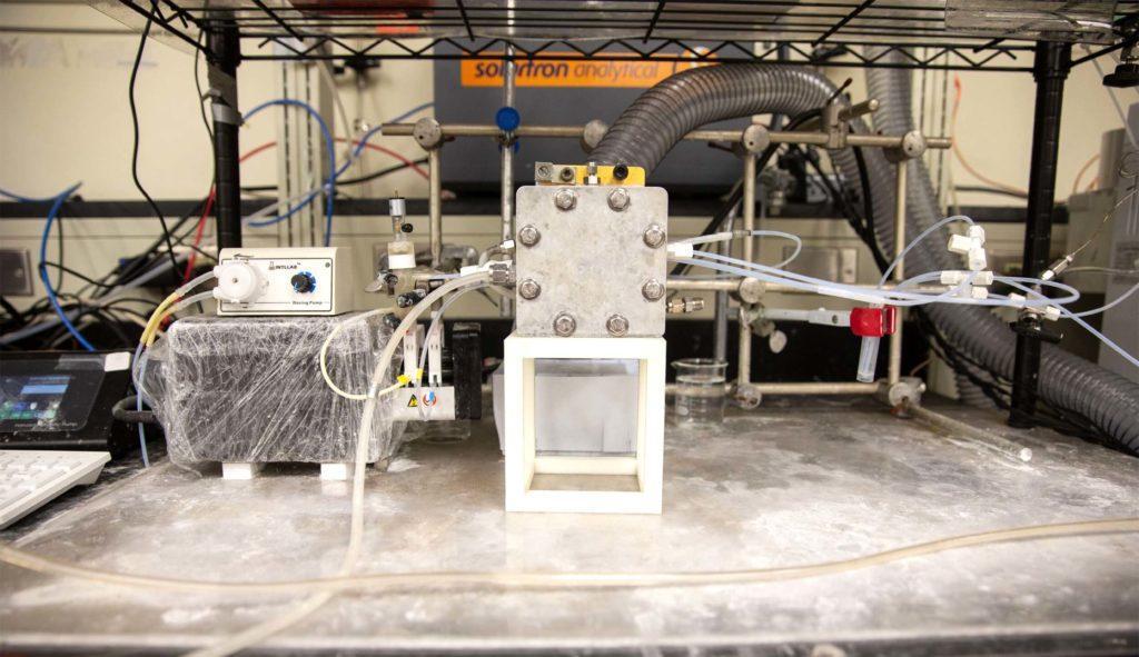 Экспериментальный реактор с углеродным катализатором