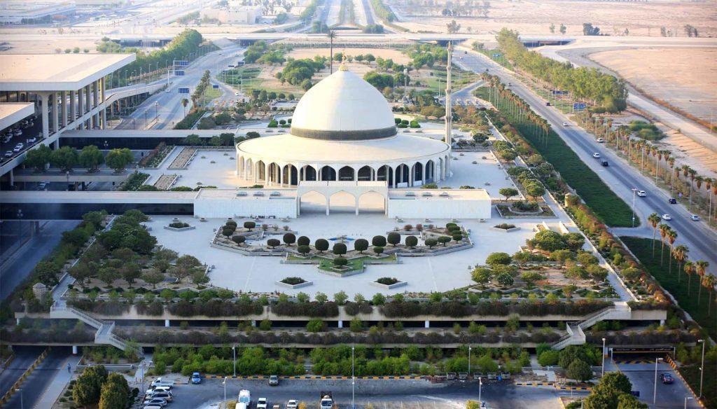 Международный аэропорт имени короля Фахда Даммам - Даммам, Саудовская Аравия. Один из самых крупных по площади - 780 км2