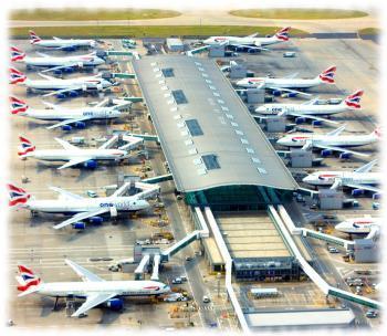 Загруженный самолетами терминал аэропорта Хитроу, Англия