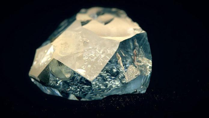 Если алмаз самый твердый материал, то чем его обрабатывают?