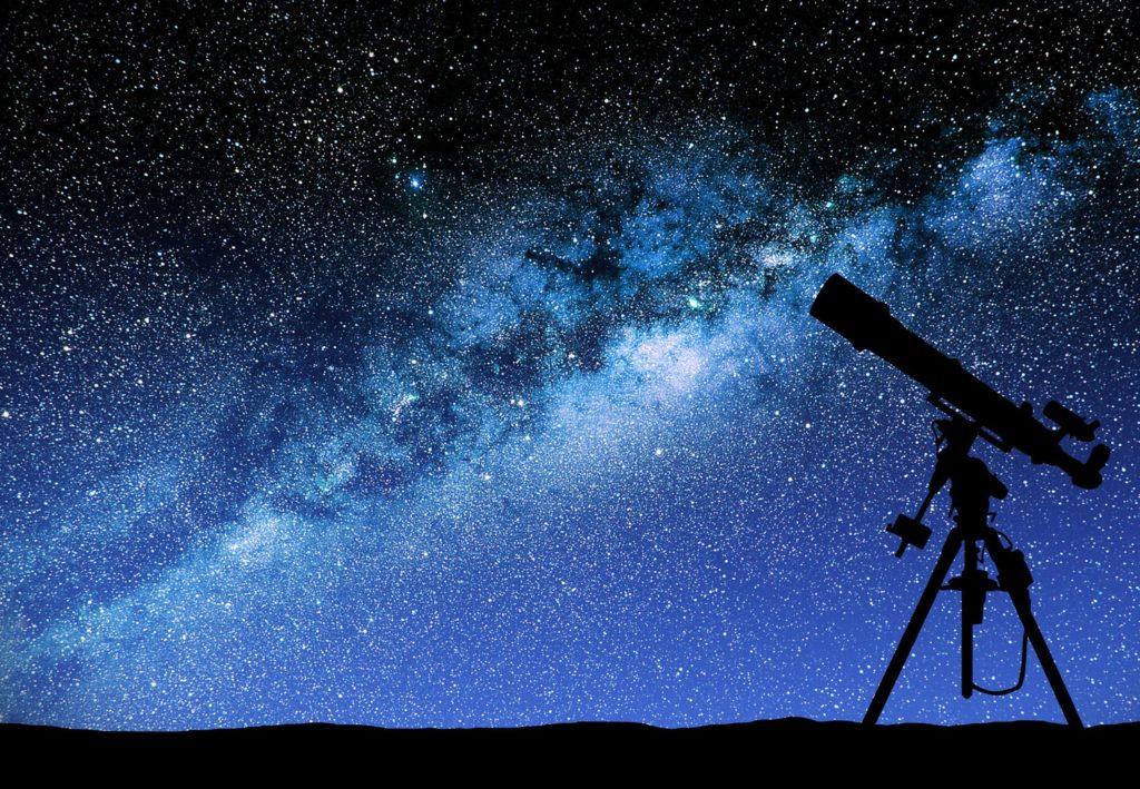 Не следует путать астрологию и астрономию. Последняя является наукой о небесных телах