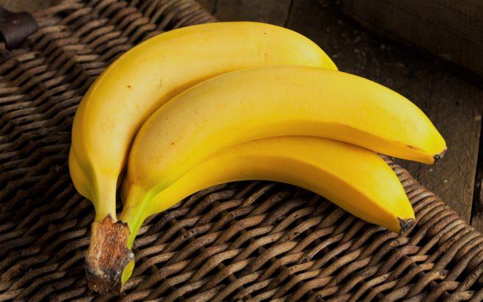Почему бананы начинают чернеть точками?