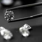 Почему вес бриллиантов измеряют в каратах?