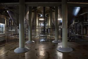 Баки для брожения (высотой 24 метра и ёмкостью 700 000 литров)