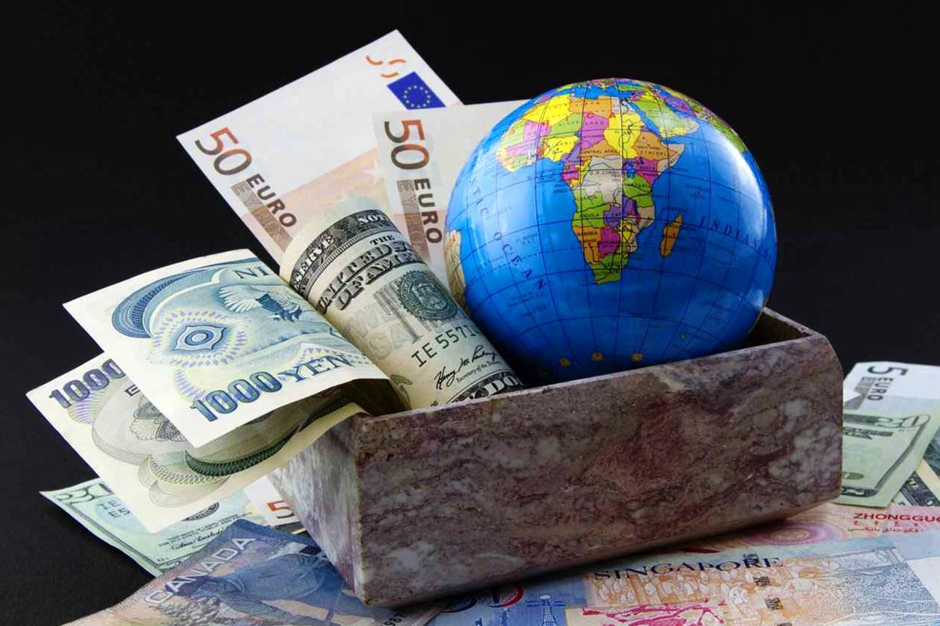 Сколько всего в мире денег?