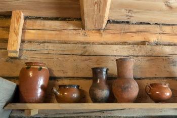 Для хранения продуктов применялись деревянные и глиняные ёмкости
