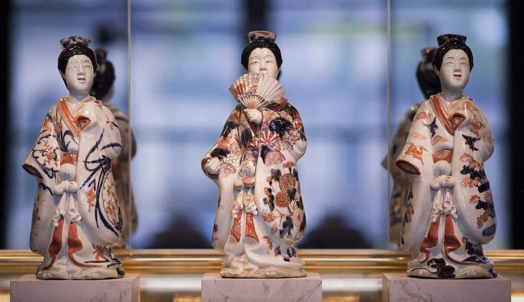 Древние статуэтки из китайского фарфора