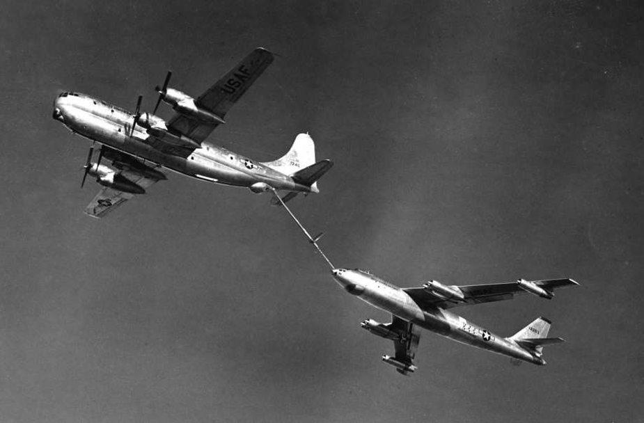 Дозаправка B-29 другого самолета